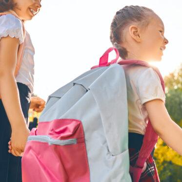 Kleine-Geschichten-Einschulung-Schulstart-das-erste-Jahr-in-der-Grundschule-was-muss-ich-jetzt-wissen-wie-kann-ich-meinem-Kind-helfen-Schulkind2