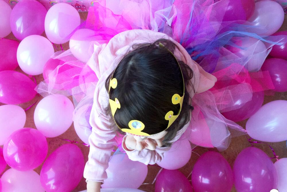 KleineGeschichten-03-Kleine-Geschichten-Prinzessinnen-Party-Bastelideen-Spieleideen-Krone-selber-basteln-kostenlose-Vorlage-Kindergeburstag-Mottoparty-Printessinnen-Geburstag