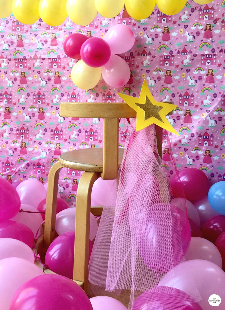 KleineGeschichten-05-Kleine-Geschichten-Prinzessinnen-Party-Bastelideen-Spieleideen-Krone-selber-basteln-kostenlose-Vorlage-Kindergeburstag-Mottoparty-Printessinnen-Geburstag