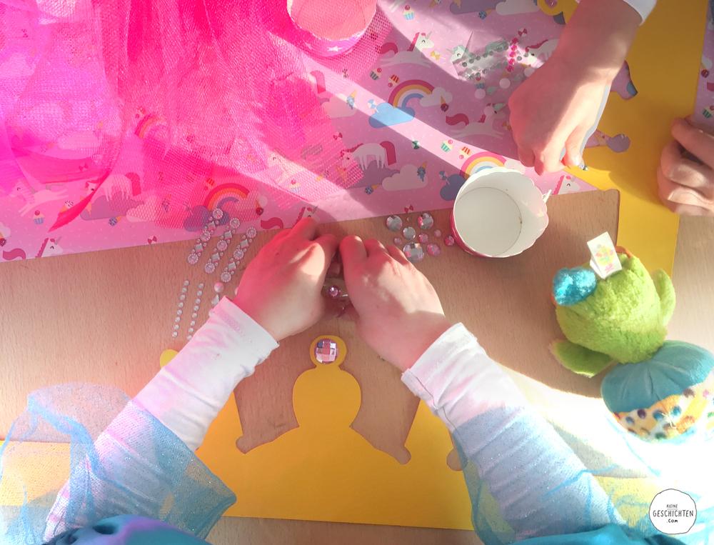KleineGeschichten-Kleine-Geschichten-Prinzessinnen-Party-Bastelideen-Spieleideen-Krone-selber-basteln-kostenlose-Vorlage-Kindergeburstag-Mottoparty-Printessinnen-Geburstag