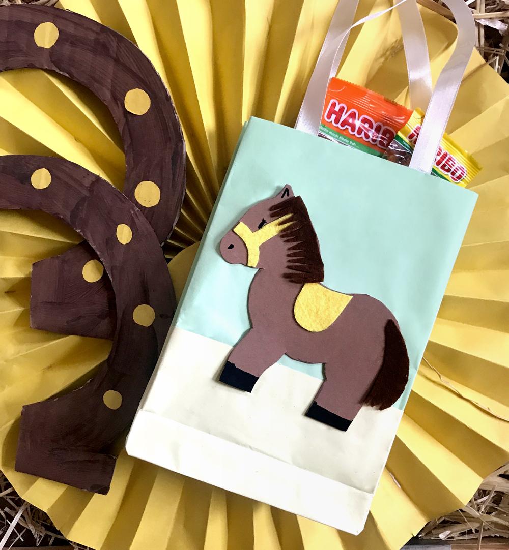 KleineGeschichten-Pferdeparty-Pferdetueten-Geschenktueten-Bastelanleitung-Pferde-Motto-Kindergeburstag-Party-Mitgebsel-Partygaeste-DIY