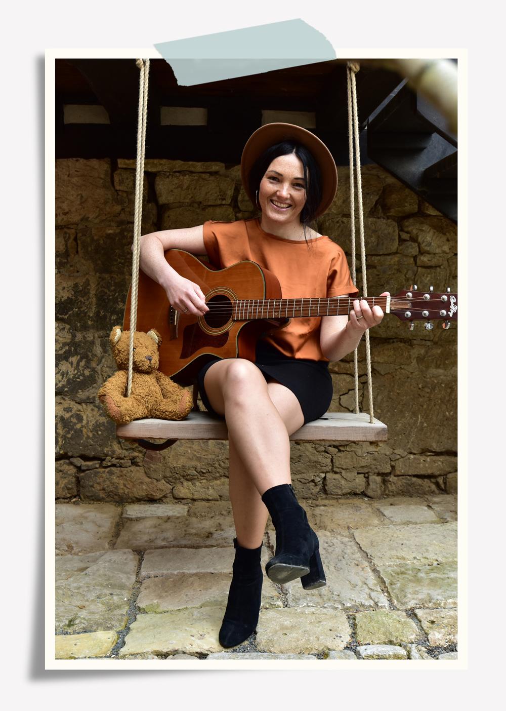 Paula-Sauer-neues-Album-Wolkenbilder-Kinderlieder-mitsingen-akustik-Gitarre-Muiskwerkstatt-Jena