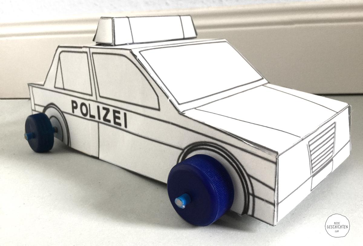 Polizei-Auto-02-selber-basteln-Kleine-Geschichten-Basteln-mit-Kindern-DIY-Anleitung-Polizeiparty