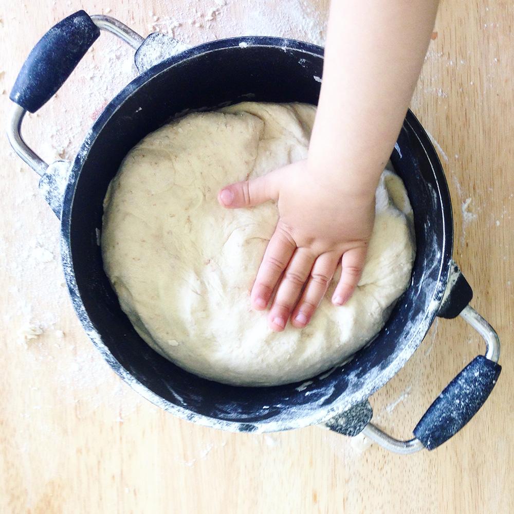 Brötchen selber backen - gesundes Brötchenrezept aus Dinkel- und Weizenmehl - Bio Brötchen - Rezepte für Kinder - Backen mit Kindern