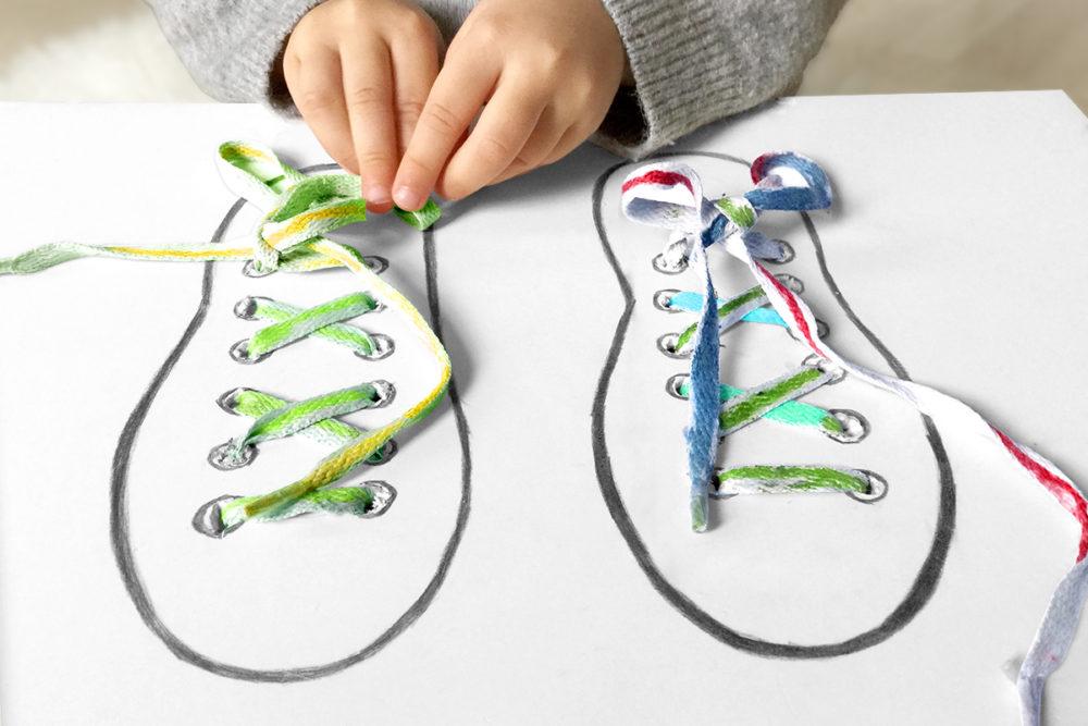 Kleine Geschichten - Basteln mit Kindern - das Schnürsenkelspiel - Schuhe binden üben mit Kindern