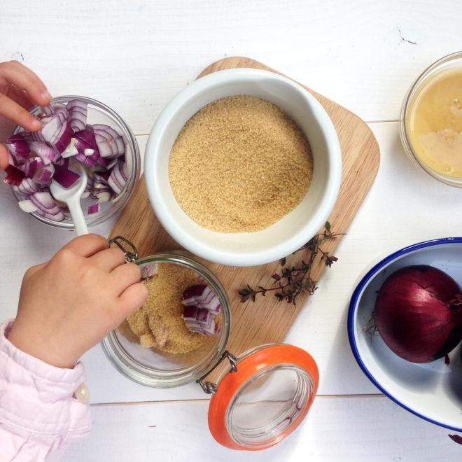 natürlicher Hustensaft für Kinder selber machen mit Zutaten die jeder im Haus hat in nur wenigen Studen einsatzbereit